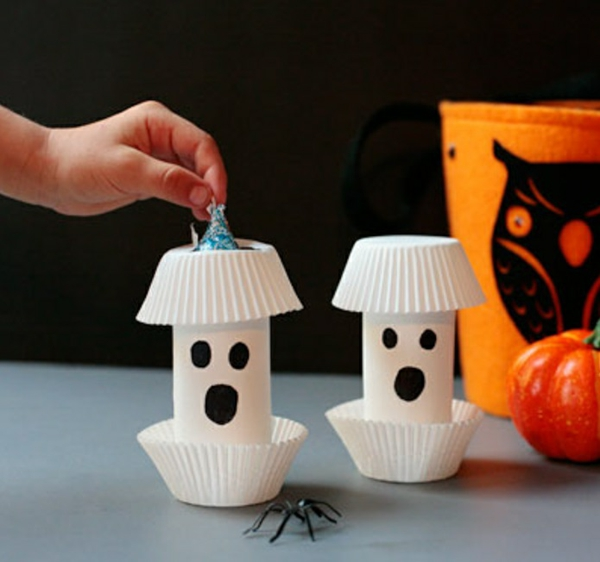 fabriquer un fantôme pour halloween en rouleau de papier toilette