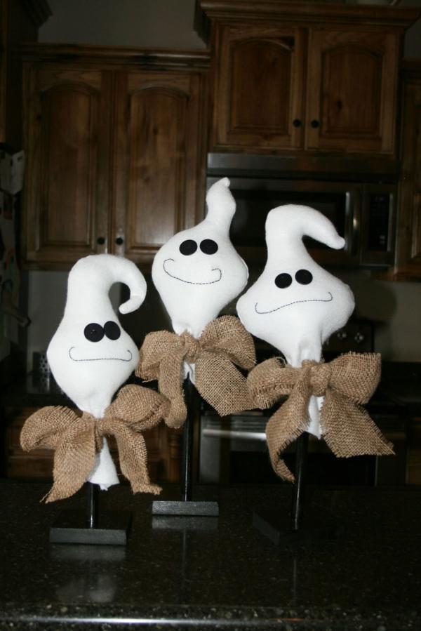 fabriquer un fantôme pour halloween en textile