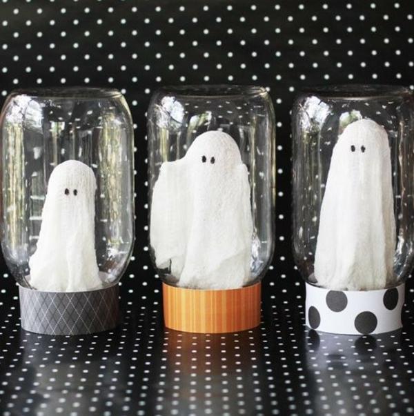 fabriquer un fantôme pour halloween sous cloche