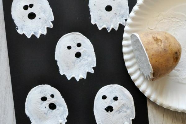 fabriquer un fantôme pour halloween tampon encreur pomme de terre