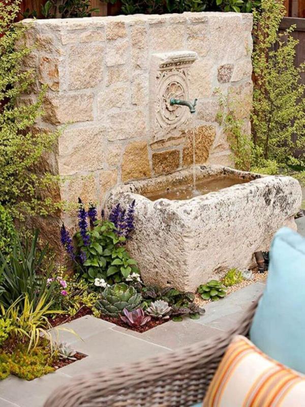 fontaine extérieure de jardin la patine du temps