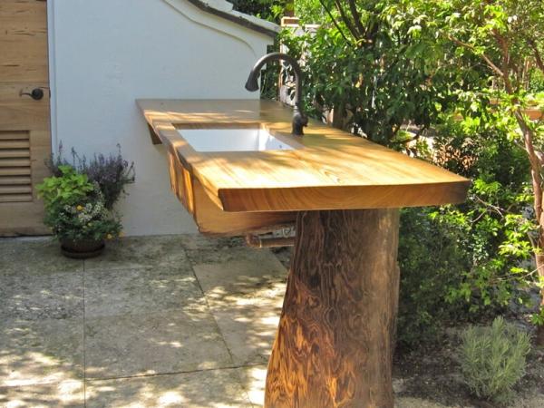fontaine extérieure de jardin un support en bois