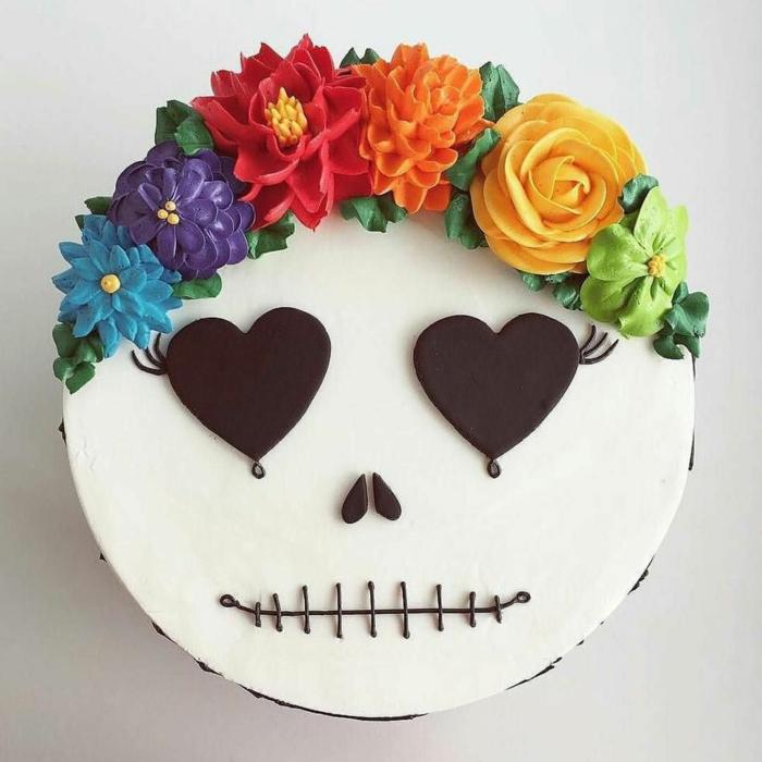 gâteau blanc avec des fleurs halloween idée décoration colorée