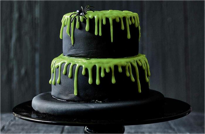 gâteau halloween pâte à sucre noire idée effrayante