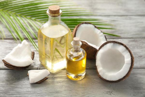 huile noix de coco cheveux secs et frisés