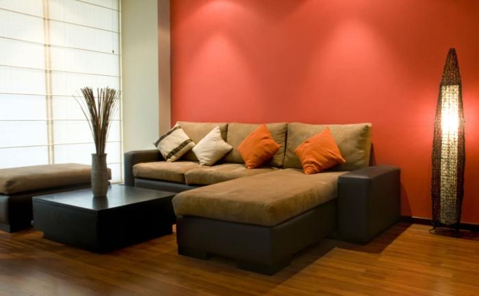 idée de salon un mur en couleur corail