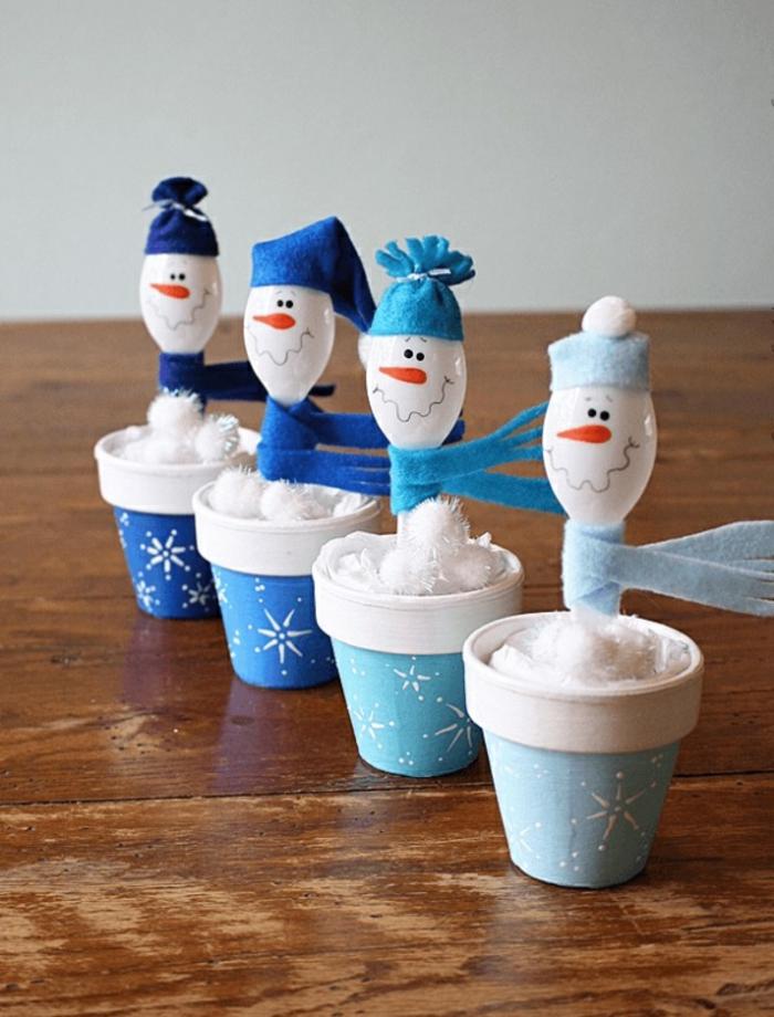 idée originale diy bonhomme de neige en chaussette ou cuillères en plastique