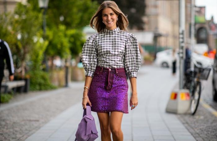 jupe-violette-en-paillettes-et-blouse-à-manches-bouffantes