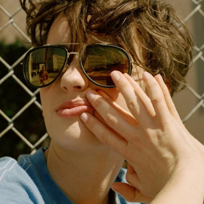 lunettes de soleil après une nuit agitée