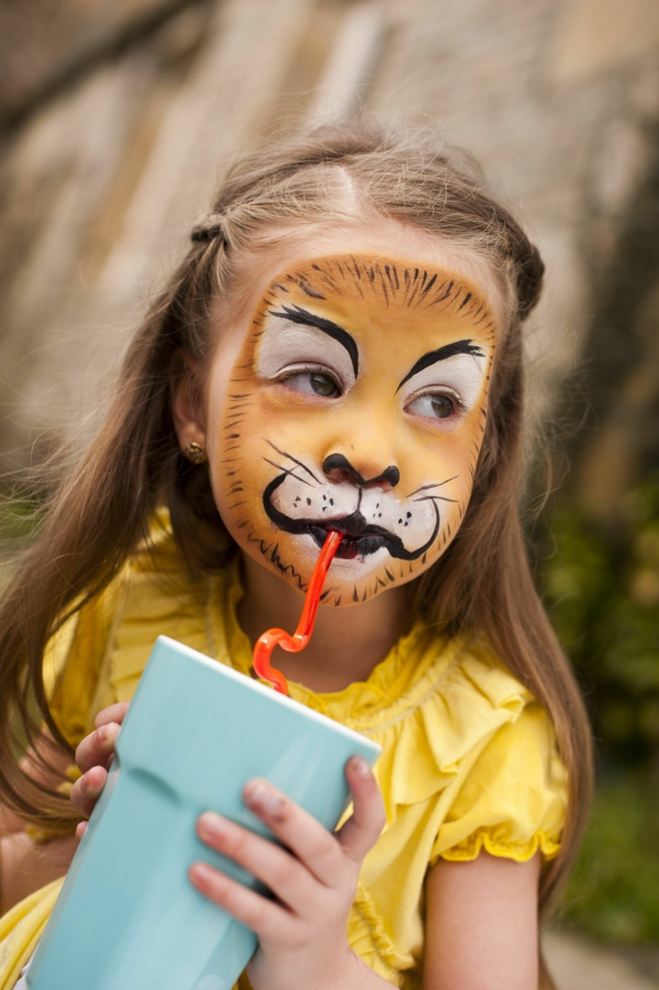 maquillage halloween enfant fille lionne