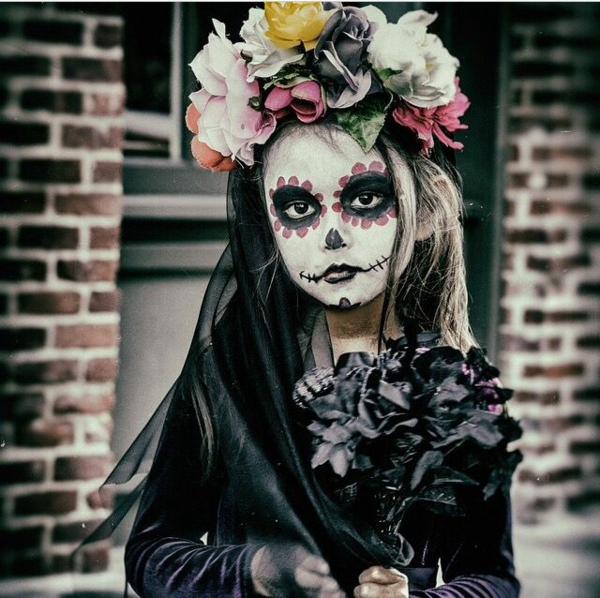 maquillage halloween enfant petite fille crâne mexicain