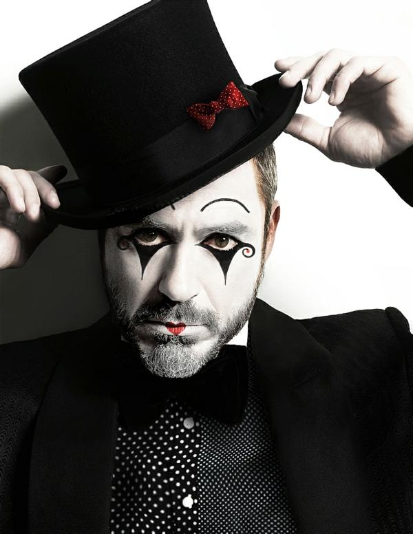 maquillage halloween homme mime coeur sur les lèvres