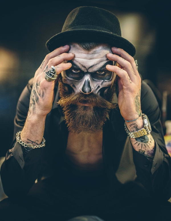 maquillage halloween homme squelette à la barbe