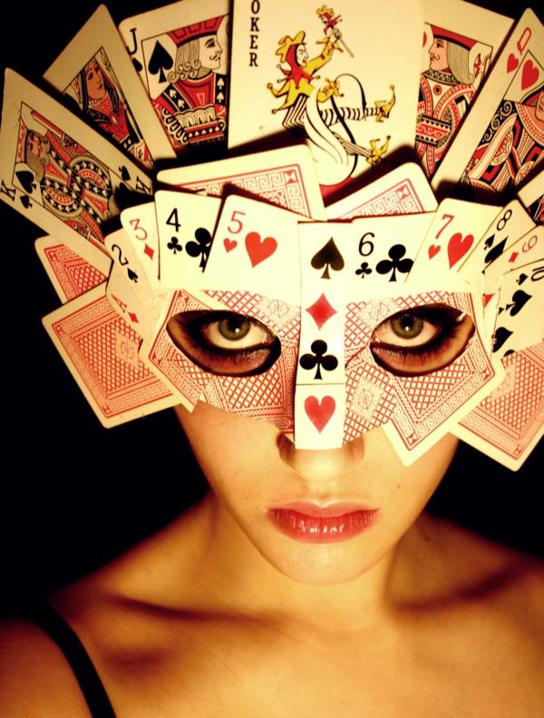 masque halloween à fabriquer vous-même à partir de cartes à jouer