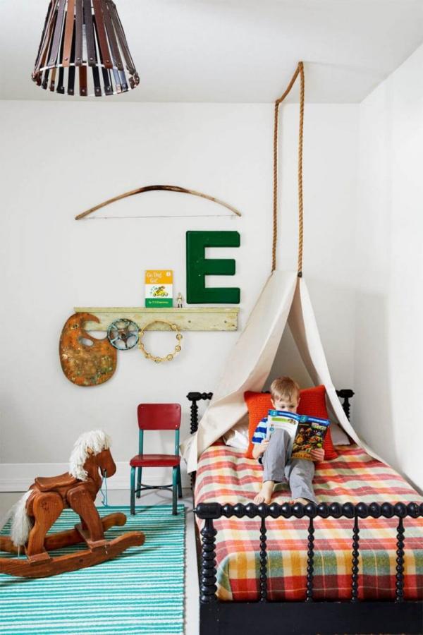 mobilier chambre enfant lit à baldaquin
