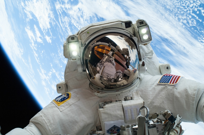 nasa astronaute dans l'espace