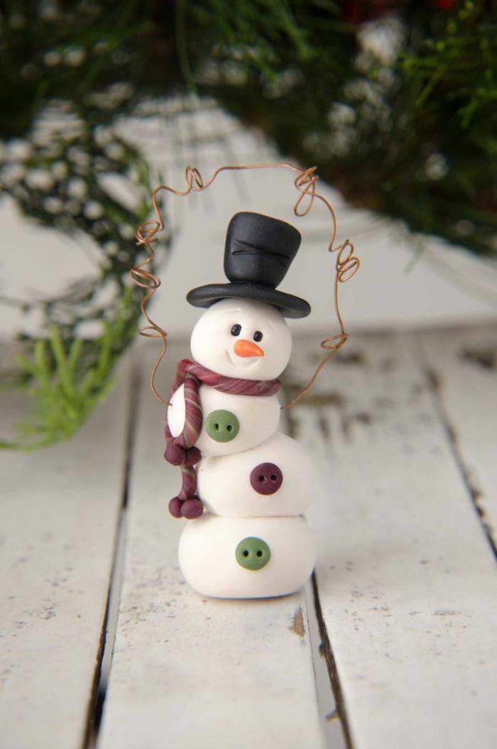 pâte fimo bonhomme de neige en chaussette noël diy