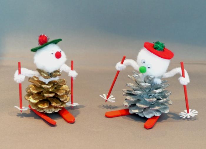 pommes de pin colorées bonhomme de neige en chaussette déco noël