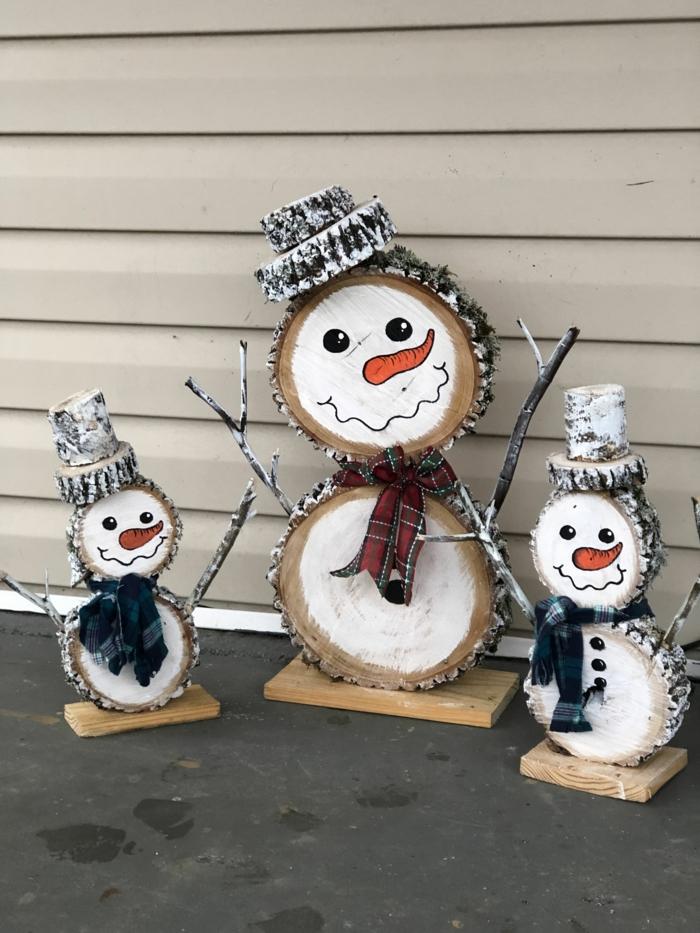réalisation amusante bonhomme de neige en chaussette rondind de bois déco noël