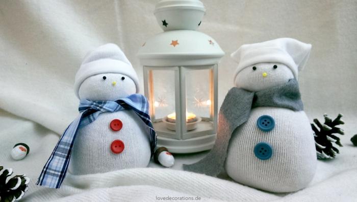 réalisation originale pour décorer pour noël bonhomme de neige en chaussette