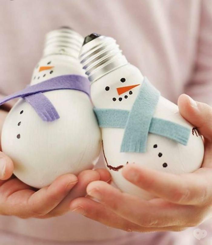 recyclage ampoules électriques déco noël diy bonhomme de neige en chaussette