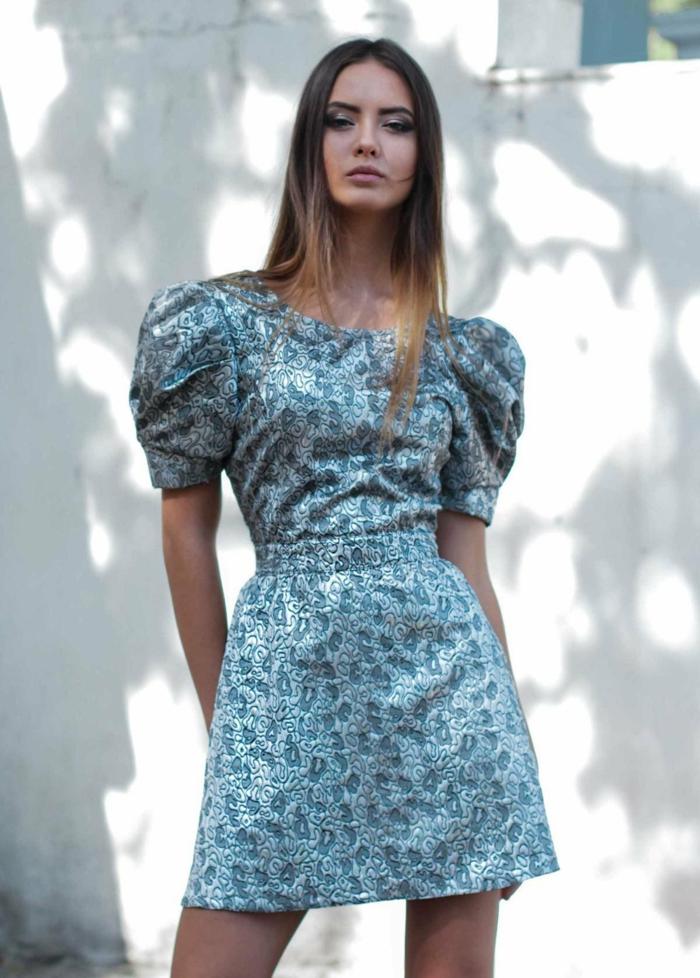 robe élégante à manches bouffantes courtes