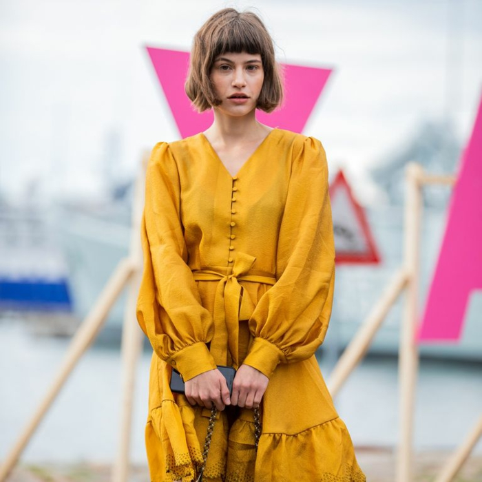 robe couleur moutarde à manches bouffantes mode 2020
