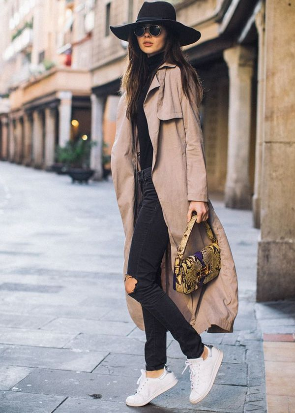tendance mode femme 2019 jean et blouse en noir