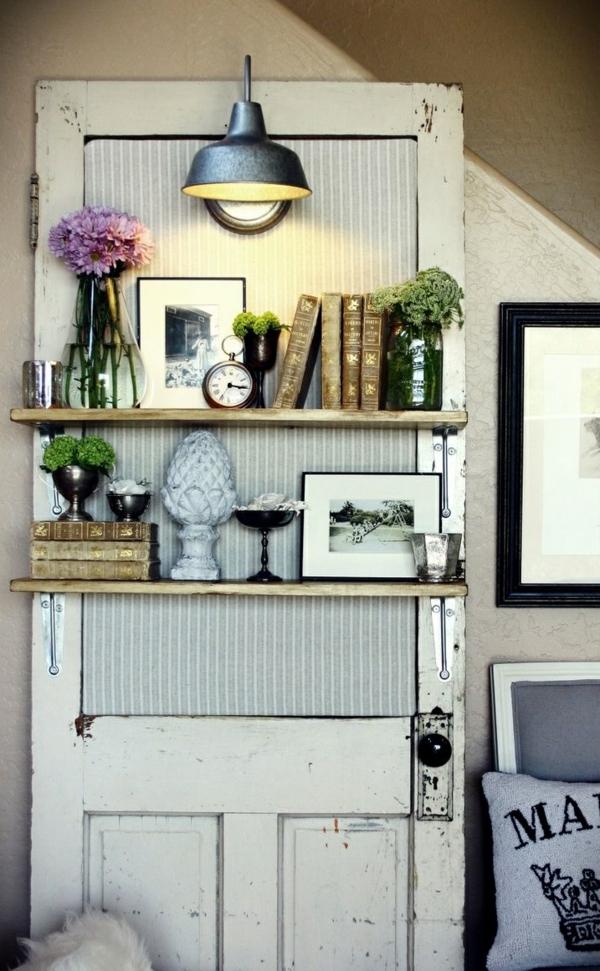 transformer une vieille porte en bois en meuble pratique étagère chambre