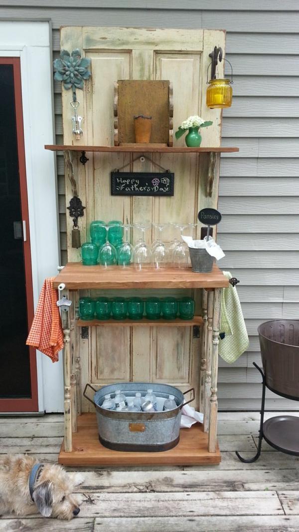transformer une vieille porte en bois en meuble pratique bar de jardin