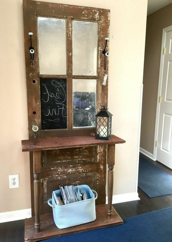 transformer une vieille porte en bois en meuble pratique coiffeuse entrée