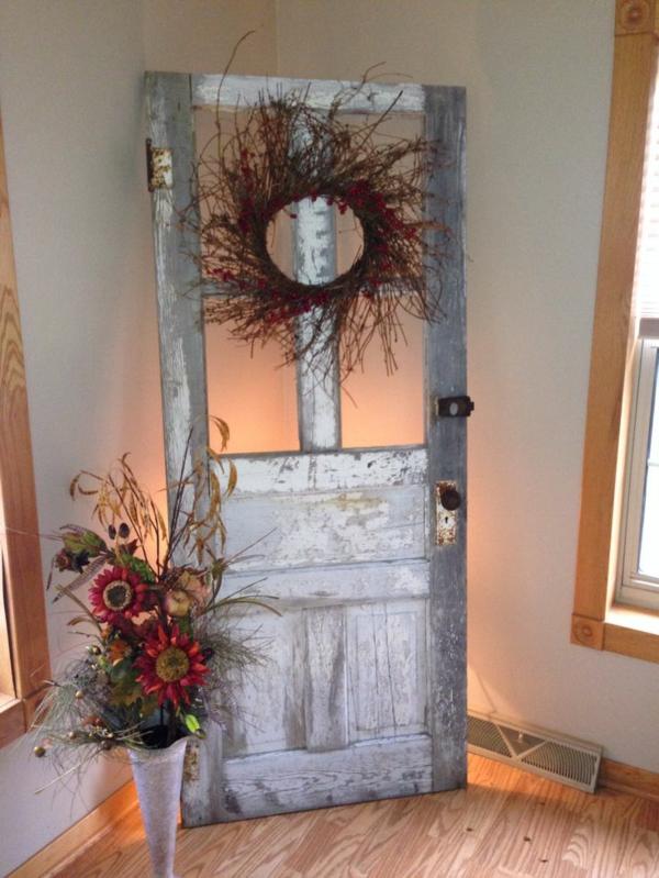transformer une vieille porte en bois en meuble pratique déco champêtre