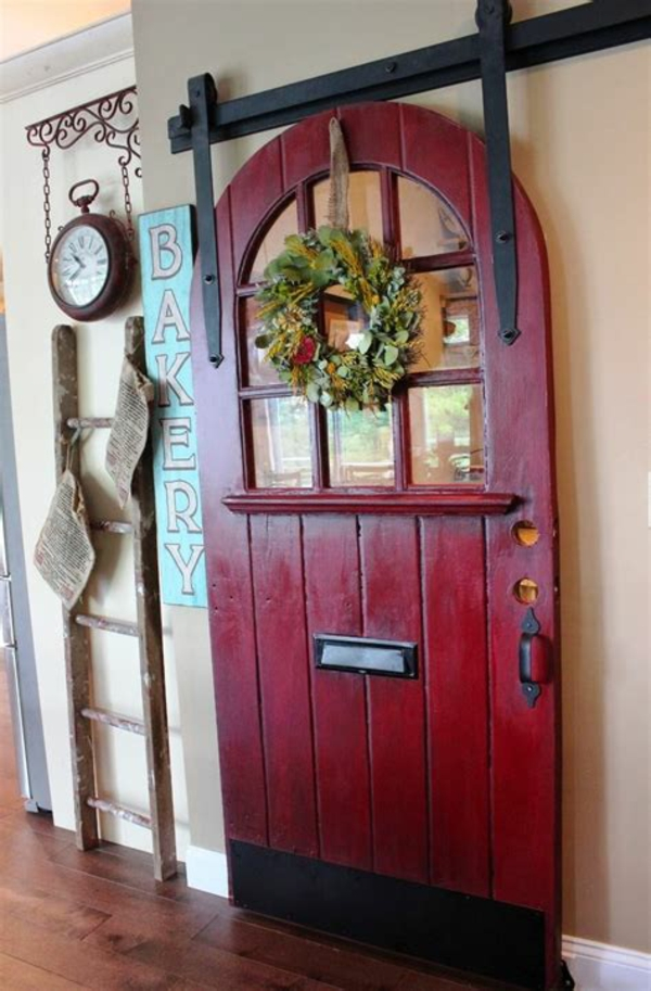 transformer une vieille porte en bois en meuble pratique déco murale