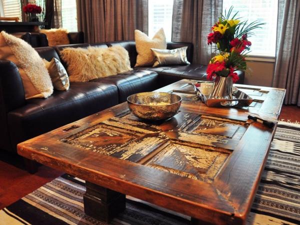 transformer une vieille porte en bois en meuble pratique table de café salon