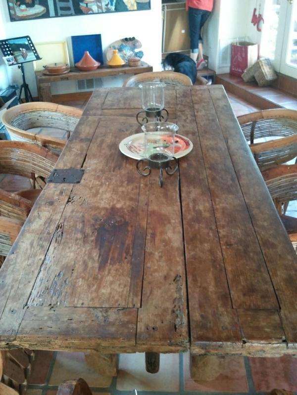 transformer une vieille porte en bois en meuble pratique table salle à manger