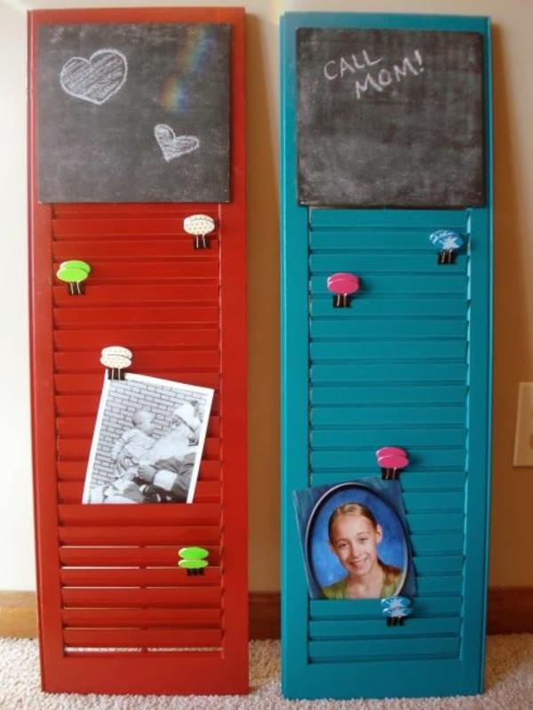 transformer une vieille porte en bois en meuble pratique tableau pense-bête cuisine