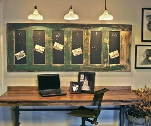 transformer une vieille porte en bois en meuble pratique tableau pense-bête