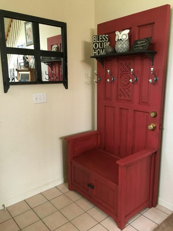 transformer une vieille porte en bois en meuble pratique vestiaire d'entrée
