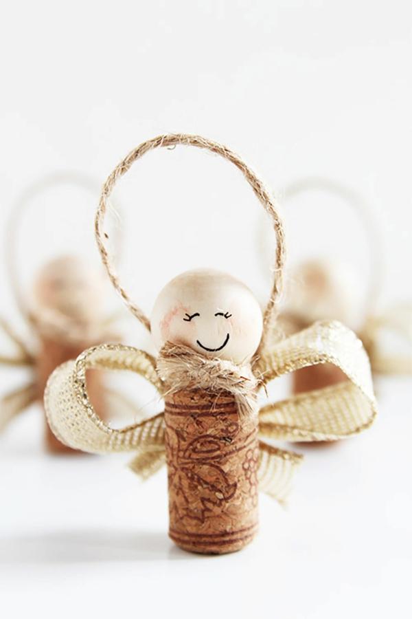 bricolage noël facile petit ange de bouchon en liège