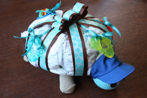 cadeau bébé à fabriquer gâteau de couches forme de tortue