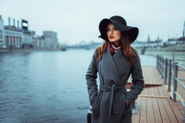 capeline et manteau long chapeau femme hiver
