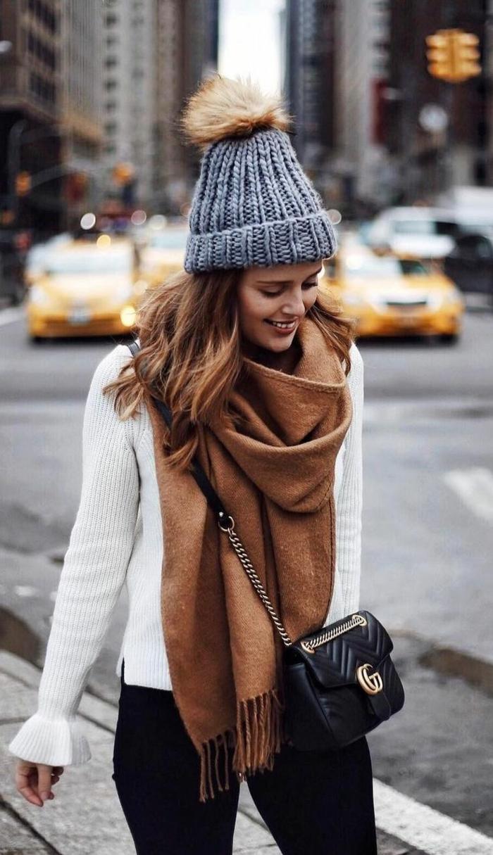 chapeau femme hiver bonnet en pompon