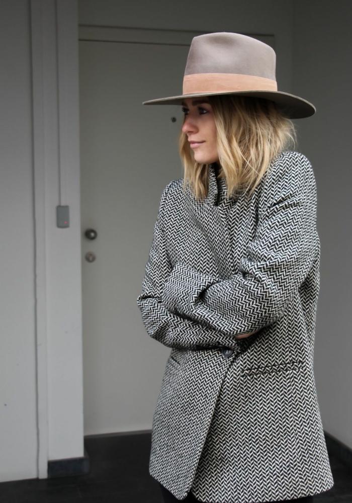 chapeau moderne et blazer chapeau femme hiver