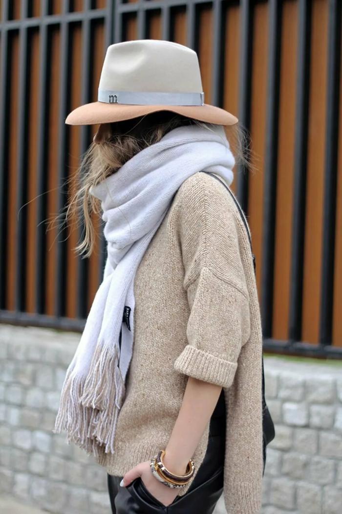 chapeu en feutre et pull pour l'hiver chapeau femme hiver