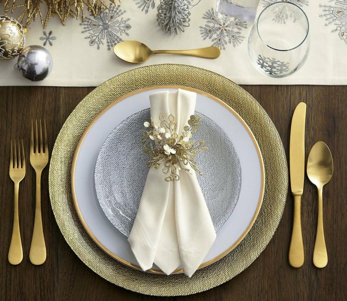 déco assiette de Noël avec serviette