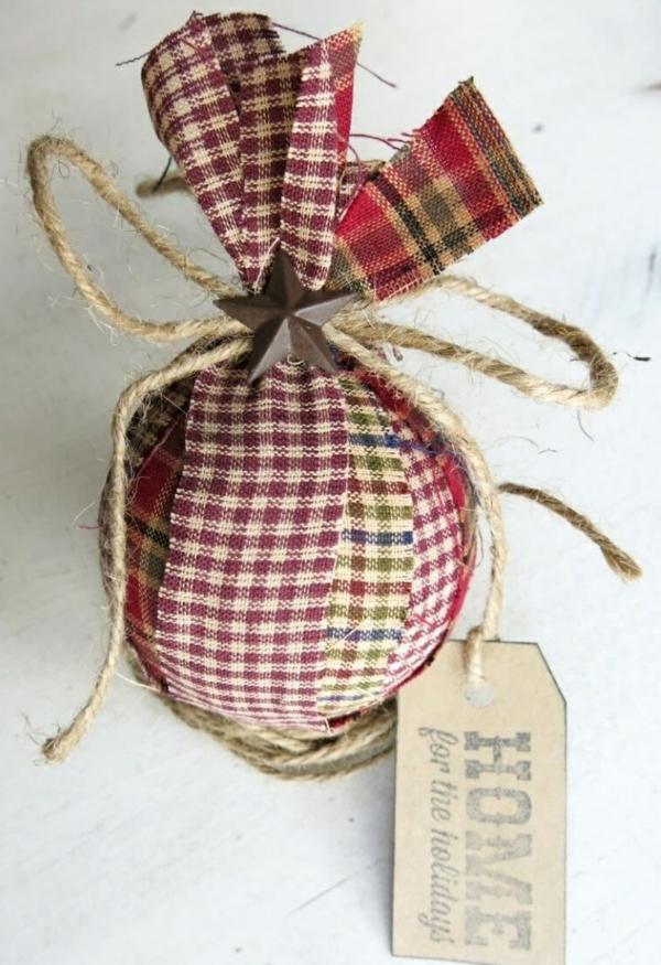 déco table noël à fabriquer boule habillée de textile