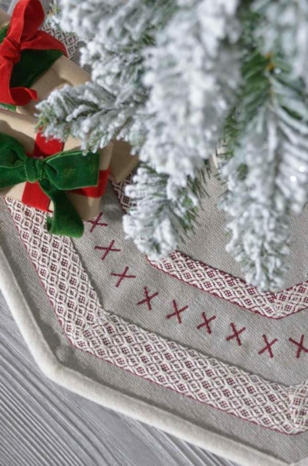 décoration sapin de noël jupe de sapin motifs scandinaves