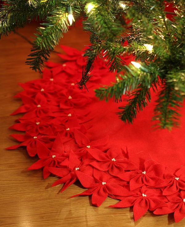 diy jupe de sapin rouge déco fleurs