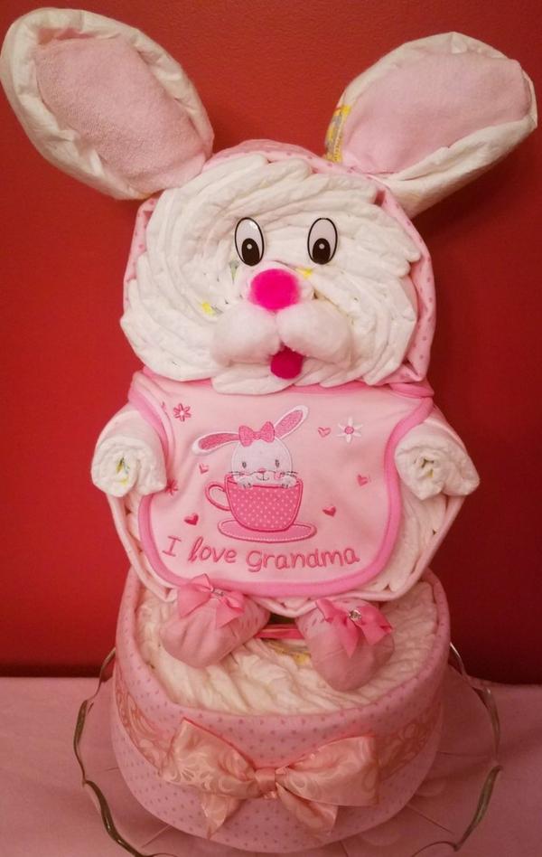 fabriquer un gâteau de couches lapin rose