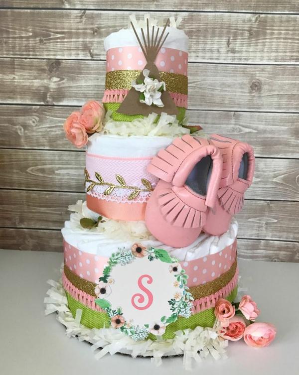 fabriquer un gâteau de couches pour fille déco rubans larges